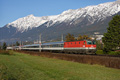 am Foto: 1044.054 mit InterCity (Inntalstrecke)