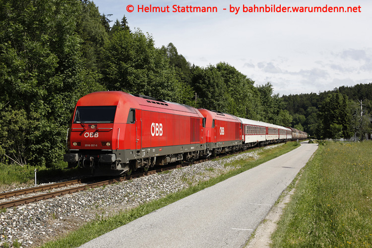 Foto zeigt 2016 057 vor 2016 060 - Optima-Express (Rosental)