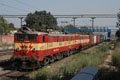 Foto zeigt: IR 21374 und IR 21300 (Indian Railways) Dehli-Shivaji Bridge