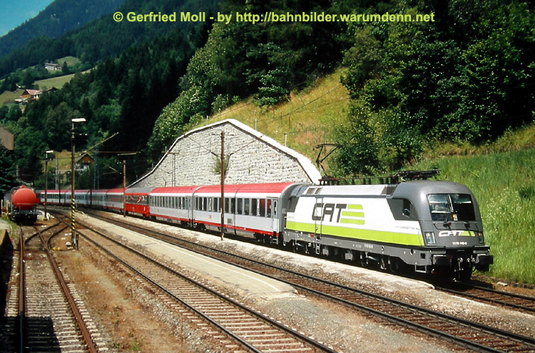 Foto zeigt 1116 142 (CAT - City Airport Train) am Tauern