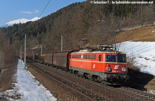 "Foto zeigt: ""James Bond"" 1042.007 in Kärnten unterwegs"