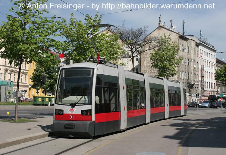 31_Linie_J_Stadtbahn_Josefstaedterstrasse_01_05_2005_FA.jpg