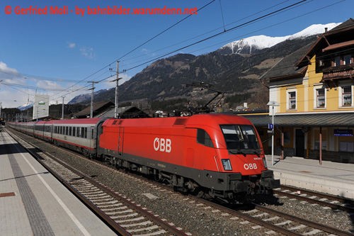 Foto zeigt: 1016.036 aus: City Airport Train-Taurus Rochade