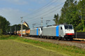 am Foto: Railpool 186-Tandem mit Lokomotion-Containerzug