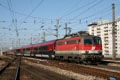 am Foto: 1142.627 mit Railjet Garnitur