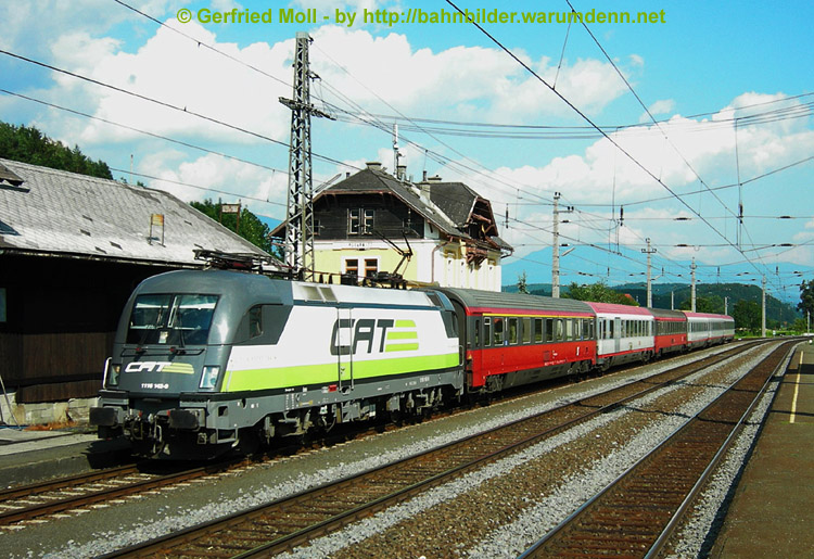 Foto zeigt 1116 142 CAT-Lokomotive vor Intercity-Zug (Pusarnitz)