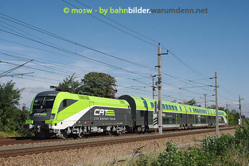 Foto zeigt: City Airport Train-Taurus Rochade